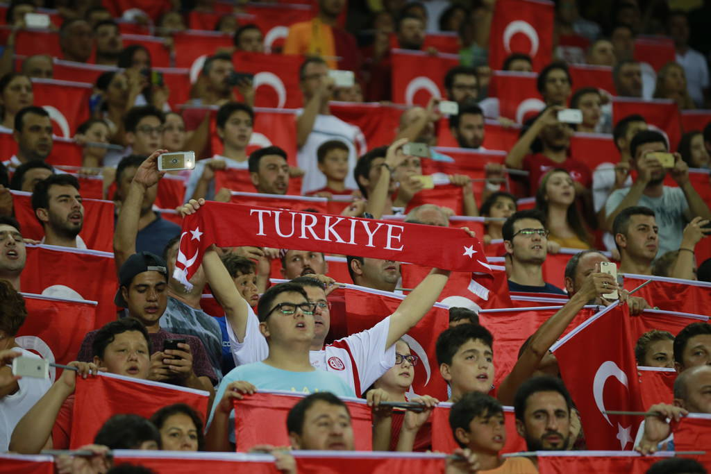 Antalya'da dostluk kazandı