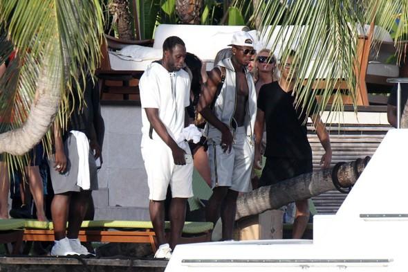Fransız yıldız Pogba tatilde sigara içerken görüntülendi