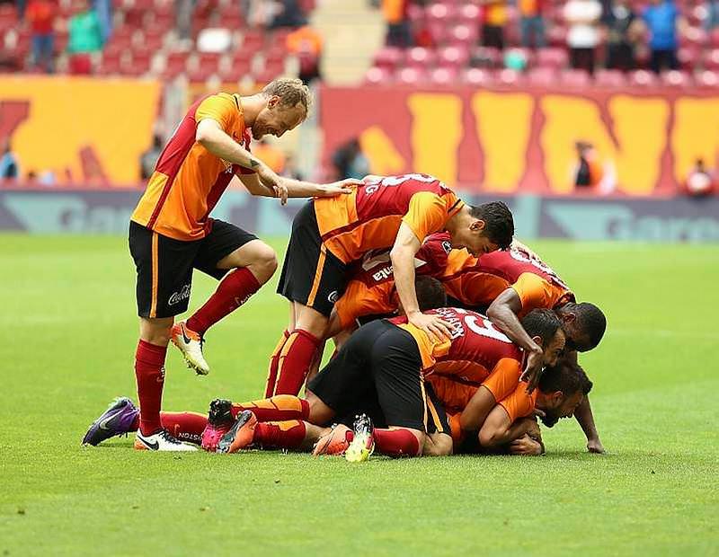 Galatasaray'ın yeni hocası, genç yıldızla birlikte geliyor