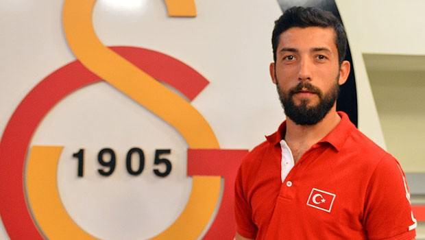 Galatasaraylı sporcu bıçaklandı!