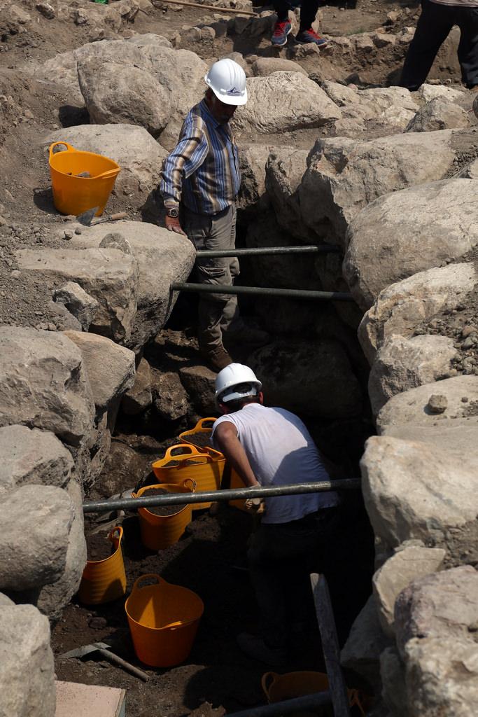3 bin 300 yıllık gizli geçit bulundu