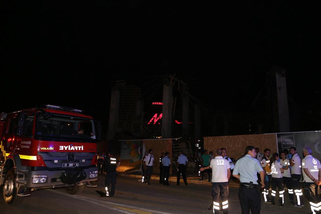 Adana'da bir AVM'nin ek bina inşaatında göçük: 7 yaralı