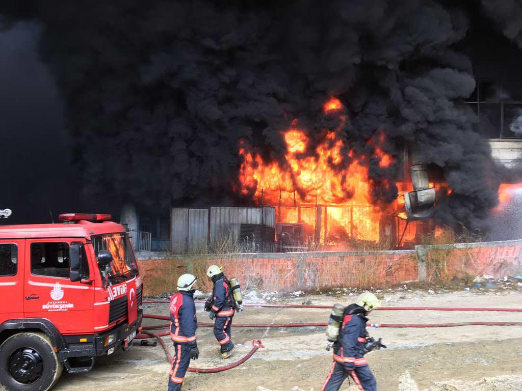 Bayrampaşa'da büyük çaplı yangın!