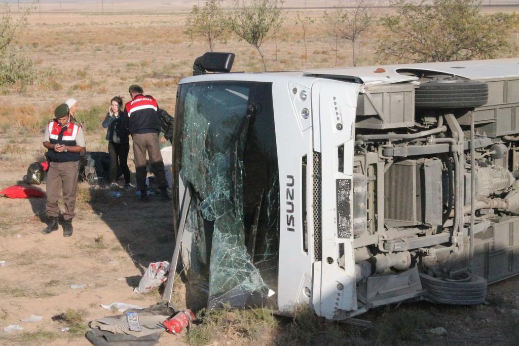 Düğün yolunda kaza: 26 yaralı