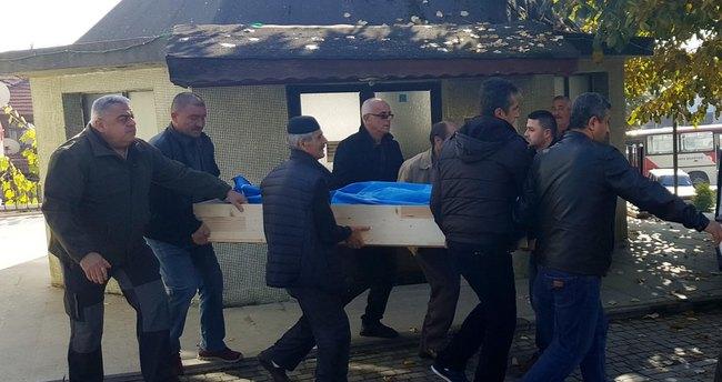 Eşini yakmak isterken ölen mühendis Düzce'de toprağa verildi