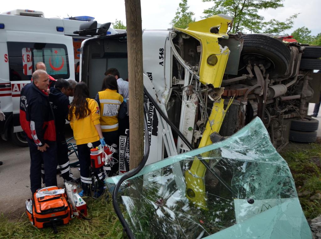 Halk otobüsü sürücüsü kalp krizi geçirip öldü