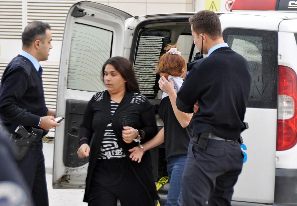 Hırsızı mahallenin kadınları yakaladı