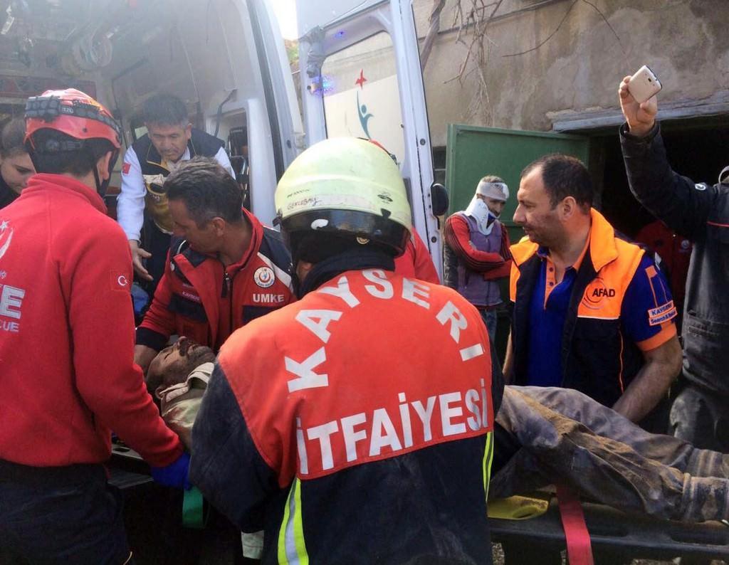 İki katlı evde göçük: 1 ölü, 5 yaralı