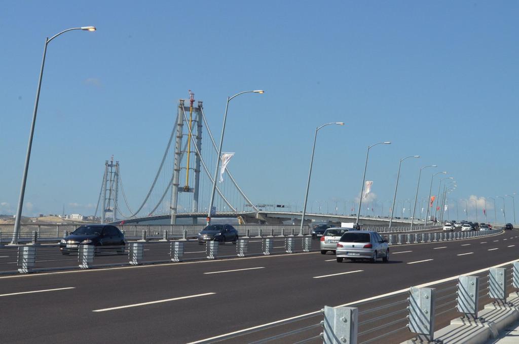 Osmangazi Köprüsü'nden 5 günde 400 bin araç geçti