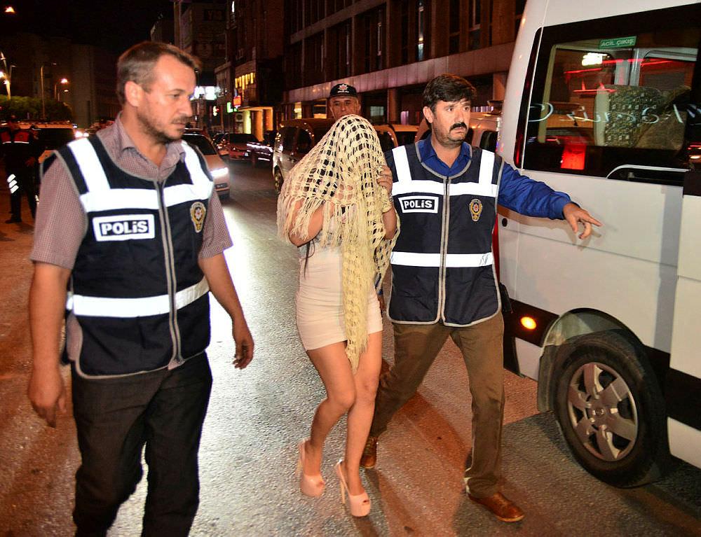 Adana'da bar ve gece kulüplerinde asayiş uygulaması