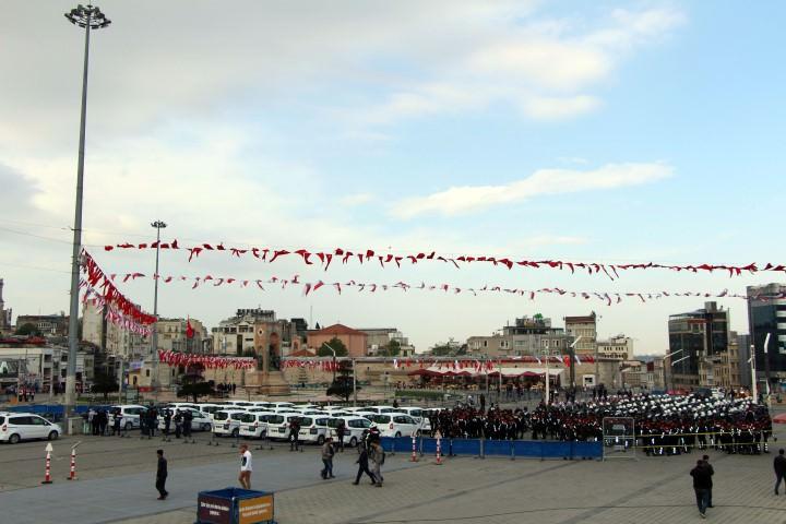Taksim Meydanı'nda geniş güvenlik önlemi