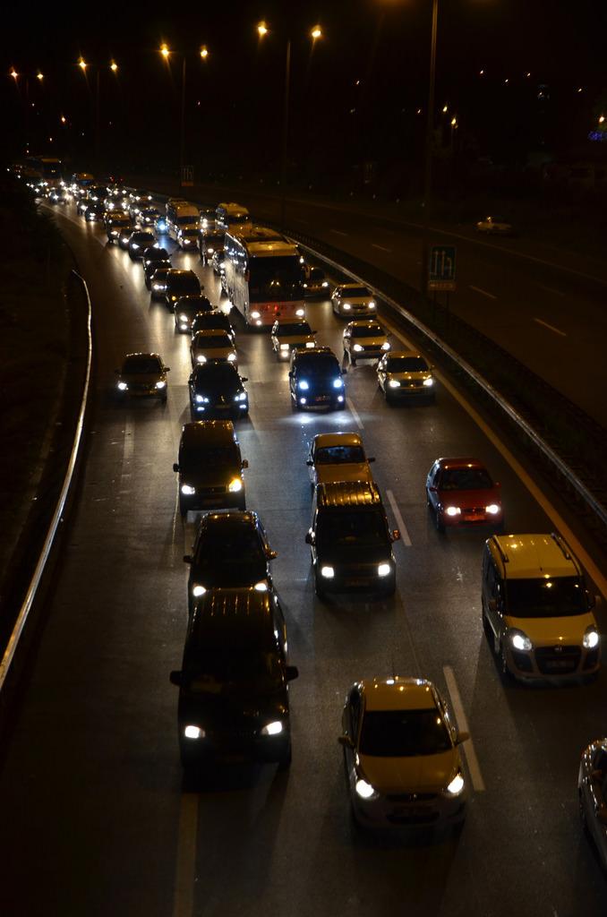 TEM'de TIR alev aldı, trafik felç oldu