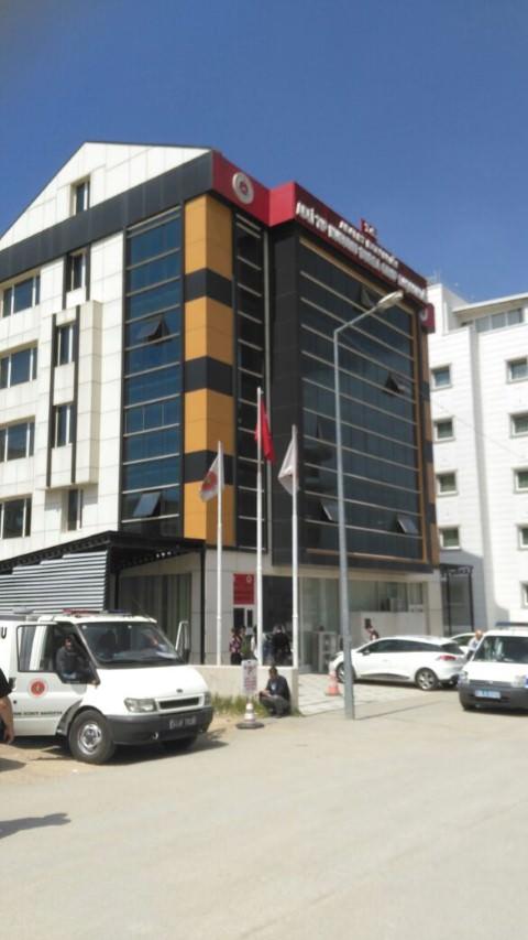 Üniversiteli Nermin, 5'inci kattan ölüme atladı