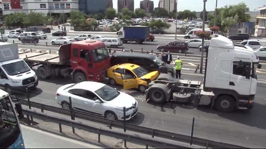 Yenibosna'da zincirleme trafik kazası!