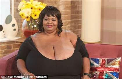Dünyanın en büyük göğüslü kadını