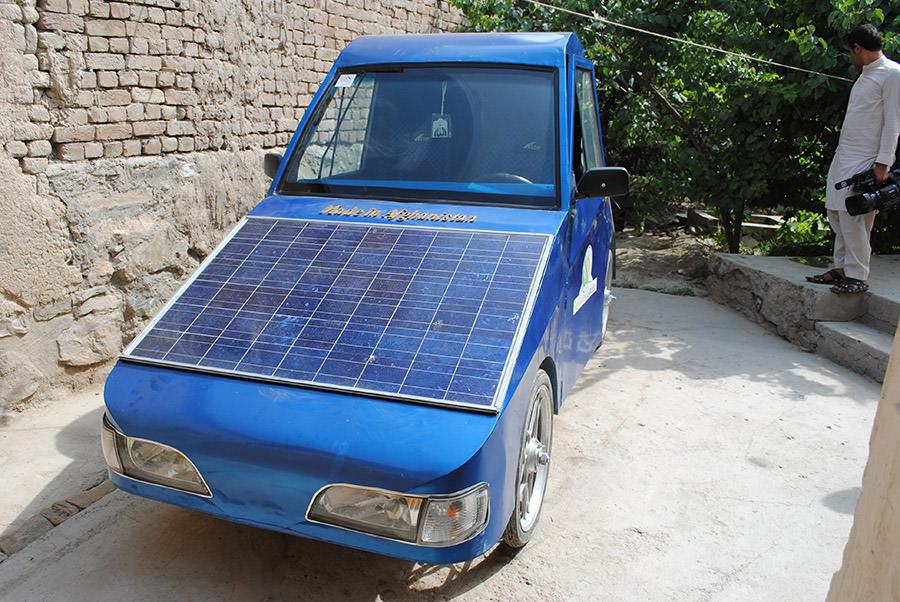 Afgan mühendisten güneş enerjili araç