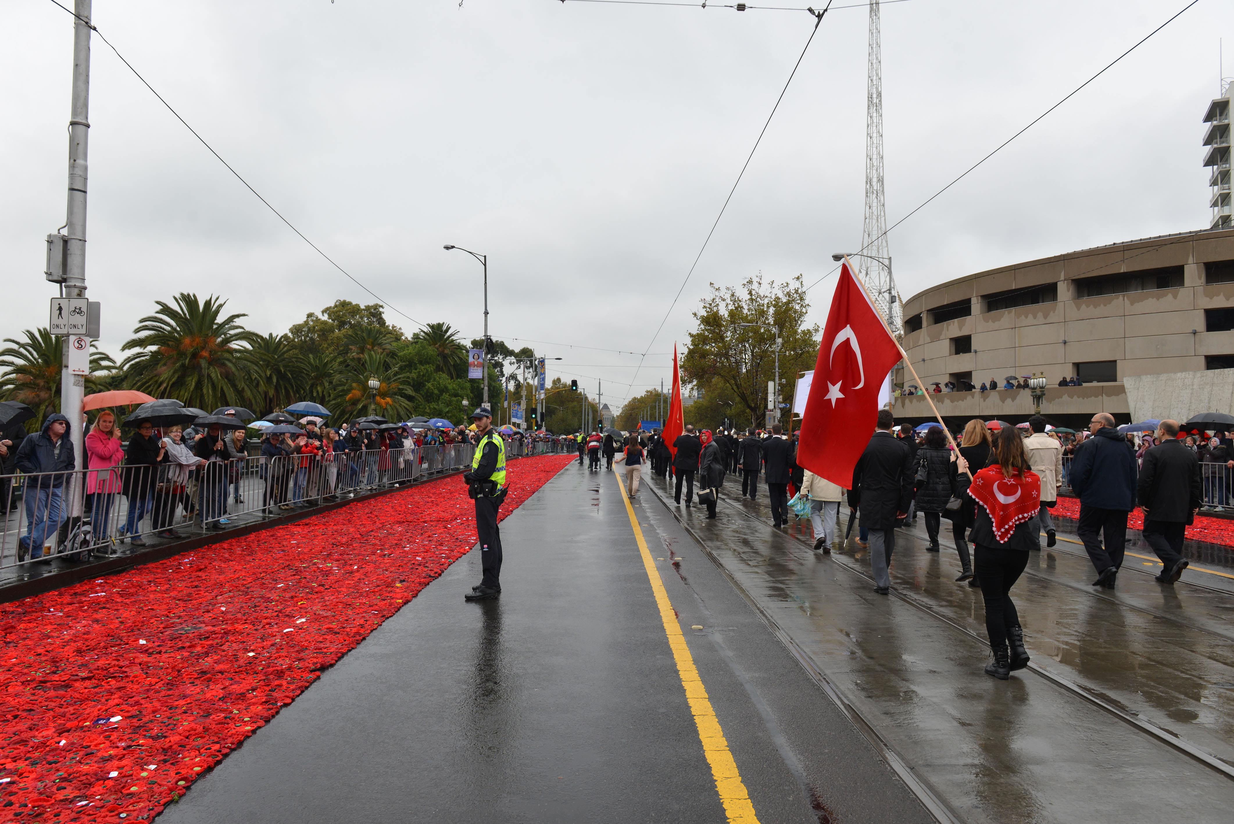 Avustralya sokaklarında Türk bayrağı dalgalandı