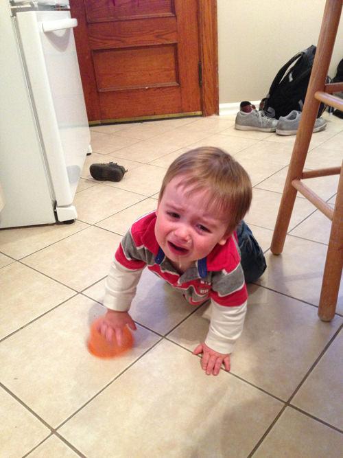 Bu çocuk sadece ağlıyor