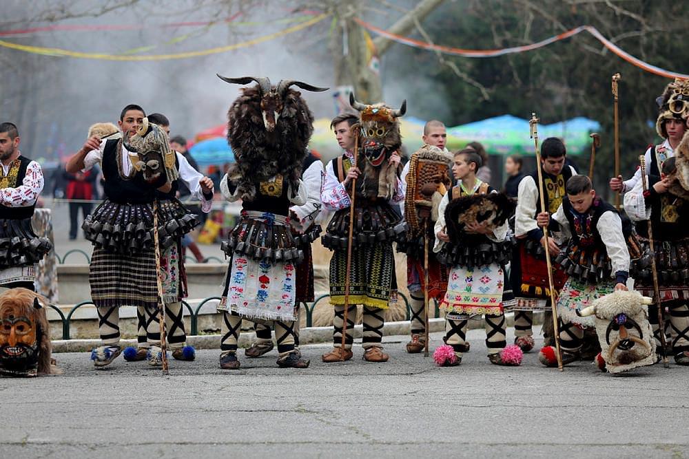 Bulgaristan'da ''kötü ruh kovma'' festivali!