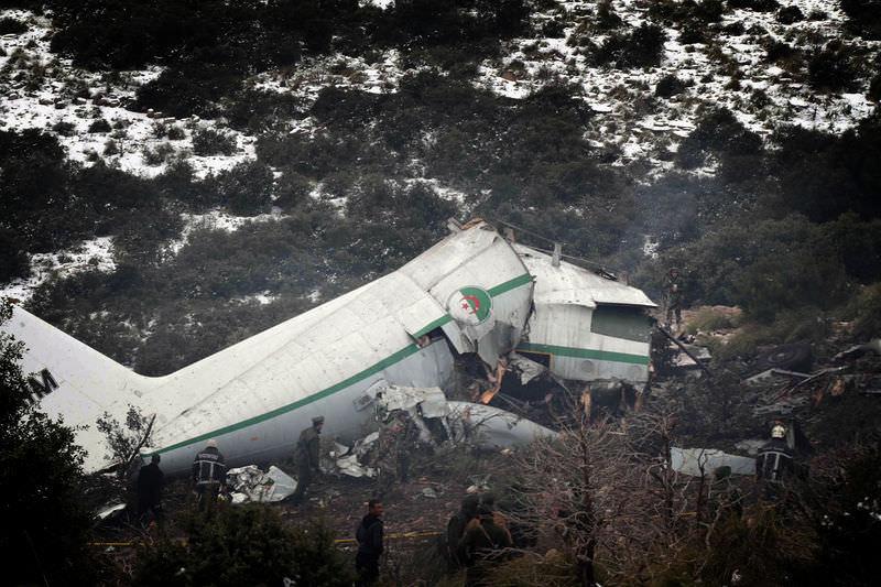 Cezayir'de uçak düştü