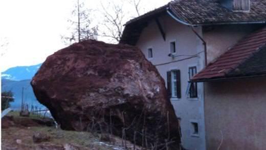 Dev kayalar dehşet saçtı