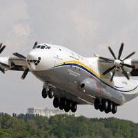 Dünyanın ilk geniş gövdeli nakliye uçağı AN-22