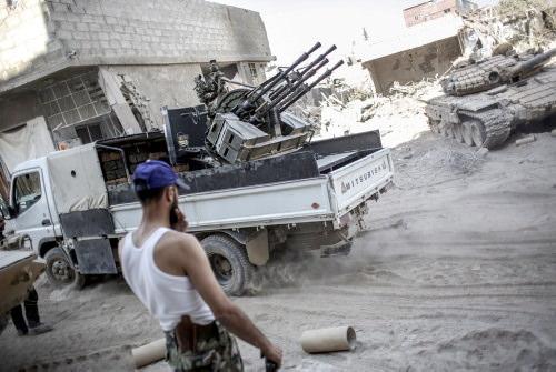 Esad'ın askerleri terlikle bekliyor