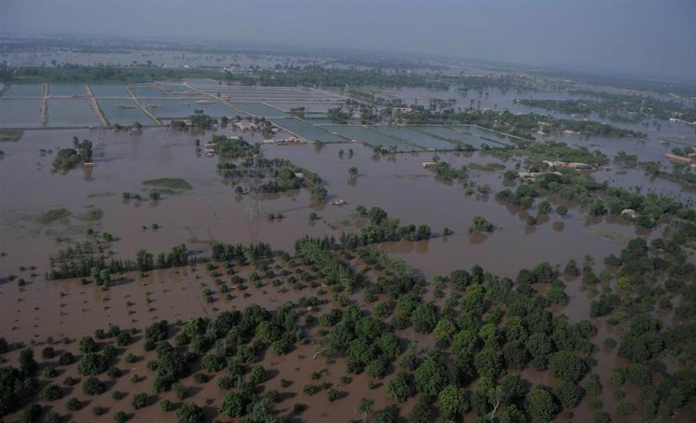 Evler sular altında