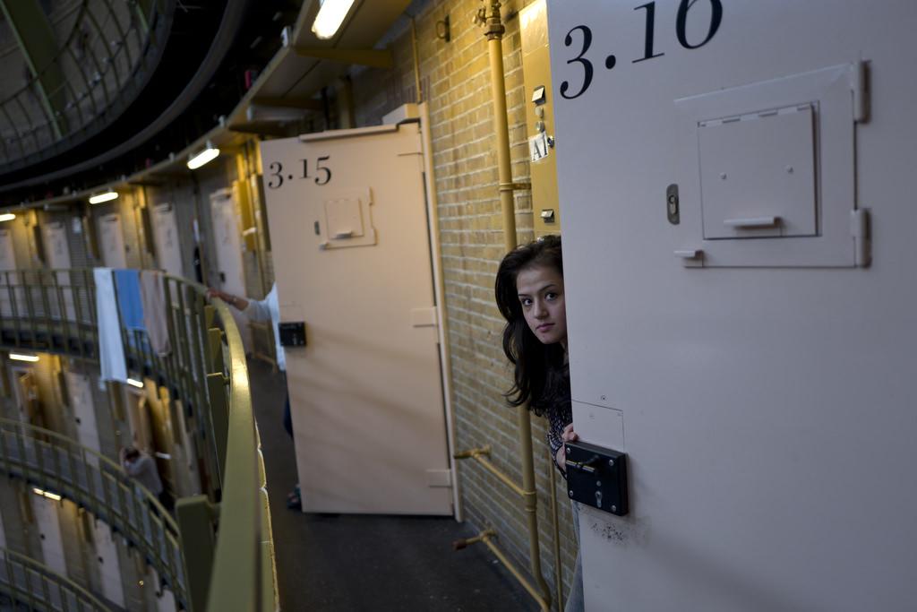 Hollanda'nın boş hapishaneleri mültecilere ev oldu