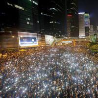 Hong Kong'da i�galciler �o�al�yor
