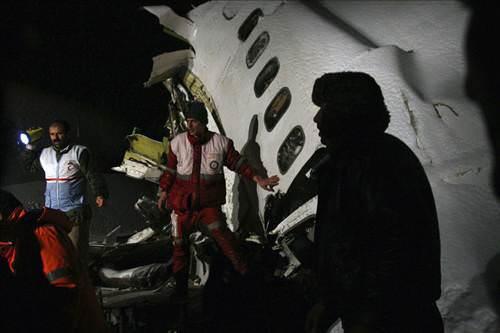 Найден один из двух бортовых самописцев лайнера Boeing-727 иранской...