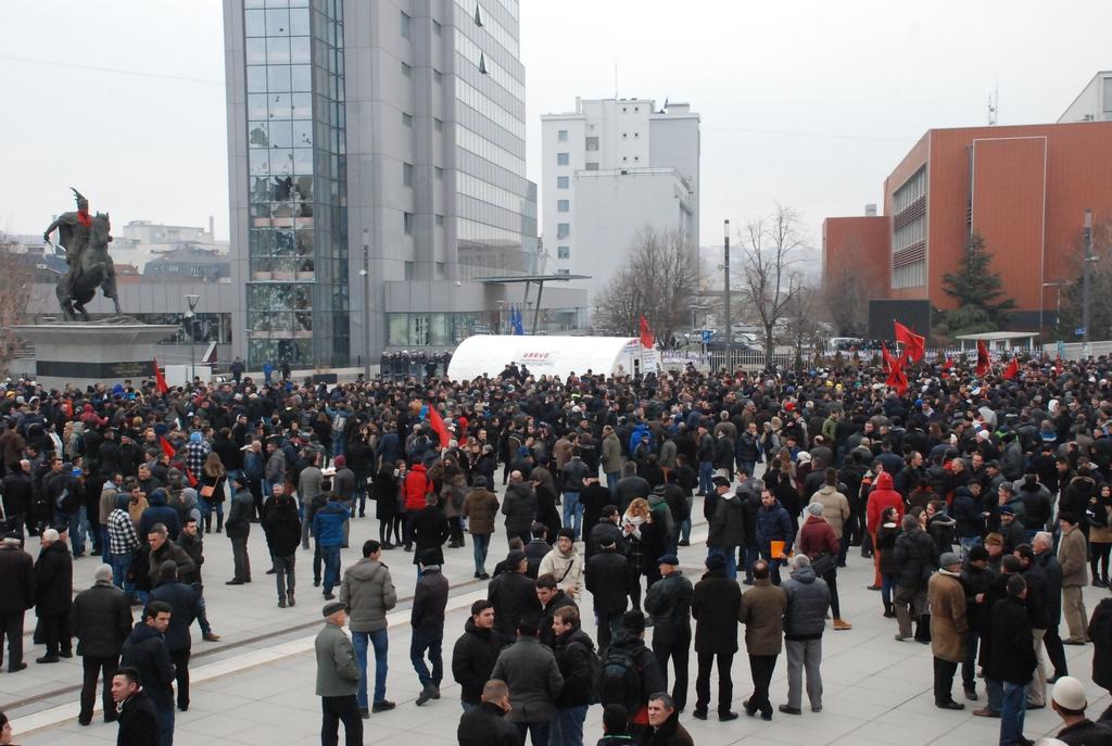 Kosova karıştı!