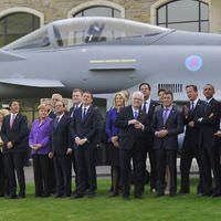 NATO�da liderleri b�y�leyen u�u� g�sterisi