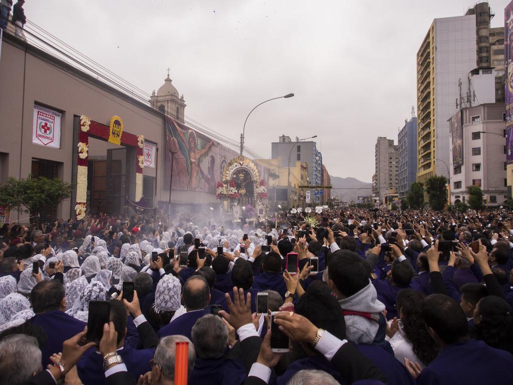 """Peru'da """"Lord of Miracles"""" Festivali"""