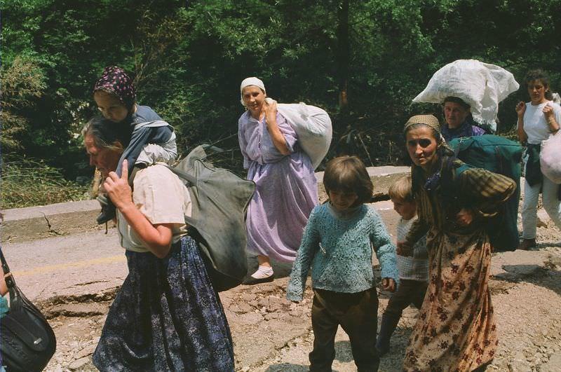 """""""Srebrenitsa Cehennemi''nden kaçanların ölüm yürüyüşü"""