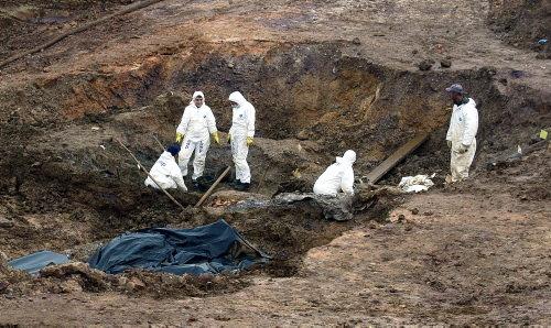 Toplu mezardan yüzlerce ceset çıktı