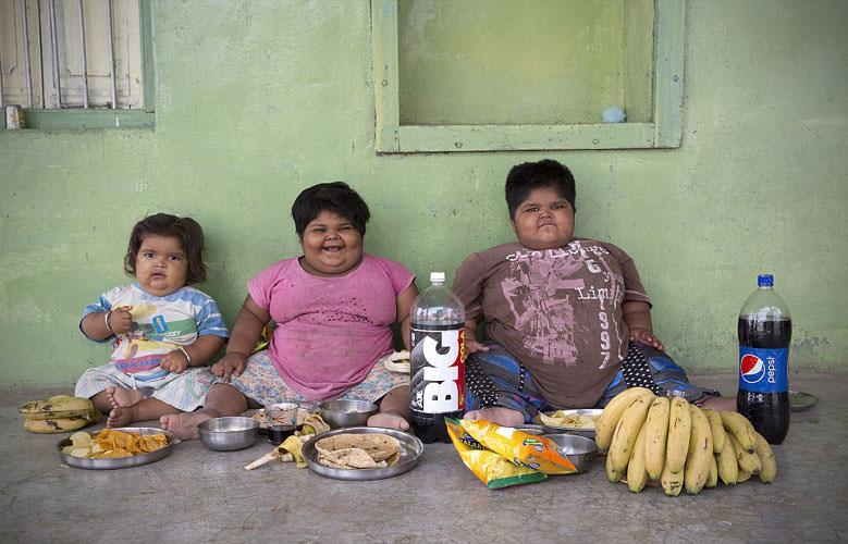 Tüm gün yemek yiyorlar