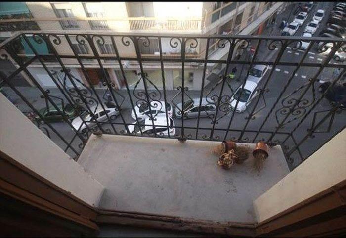 Balkonundan sıkılınca...