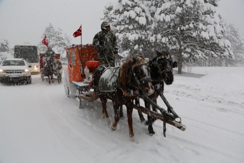 Abant ve Gölcük'te kar yağışı