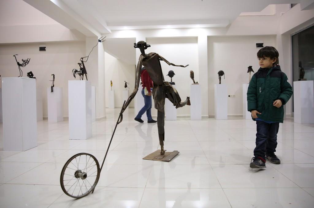 """İranlı sanatçıdan """"metale can veren"""" heykeller"""