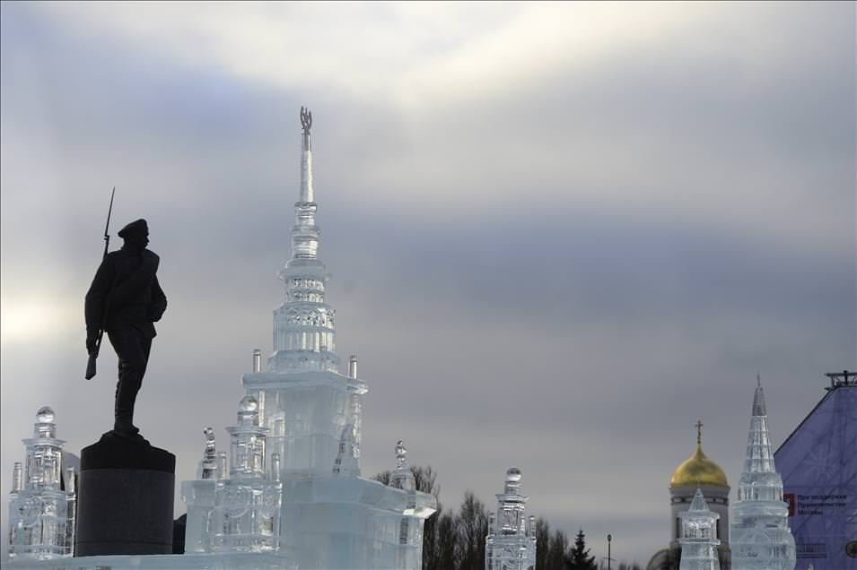 Moskova'da buzdan minyatür sergisi