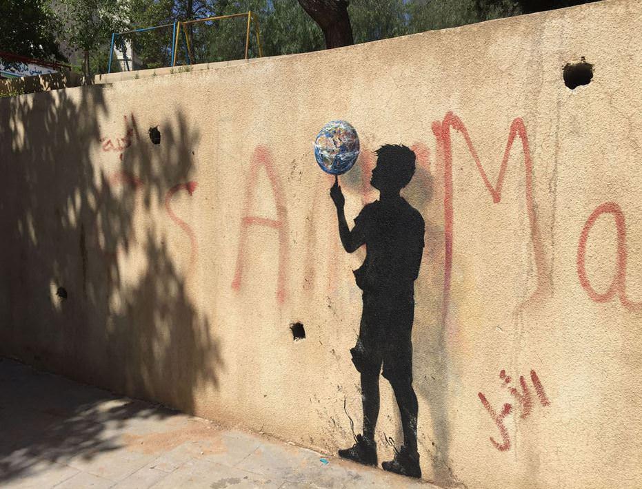 Mültecilerin hikayelerini duvarlara çizdi