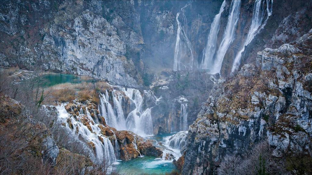 Plitvice Gölleri görenleri büyülüyor