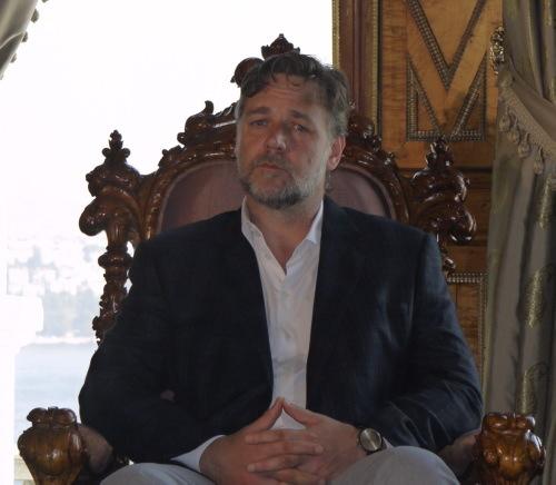 Russell Crowe, Ömer Çelik ile buluştu