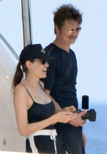 Brad Pitt ve Angelina Jolie balayında