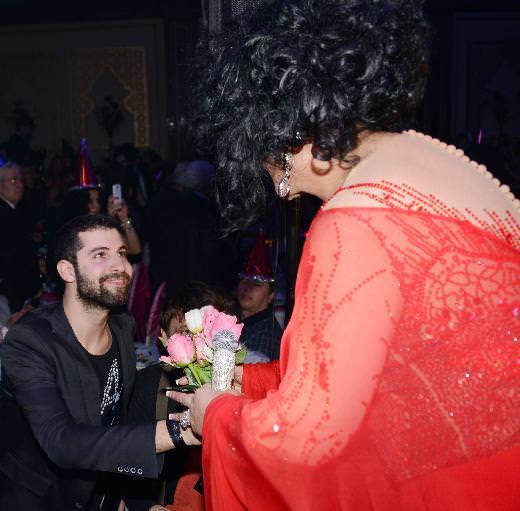 Diva sahnede romantik dakikalar yaşadı
