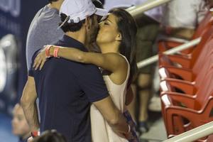 Eva Longoria öpüşürken yakalandı