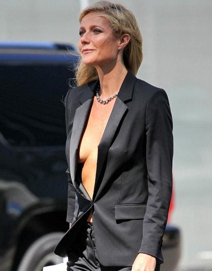 Gwyneth Paltrow içine giyinmeyi unuttu