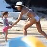 Jessica Alba, Karayipler sahilini kastı kavurdu