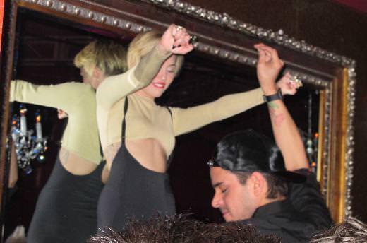 Miley dedikodulara böyle nokta koydu